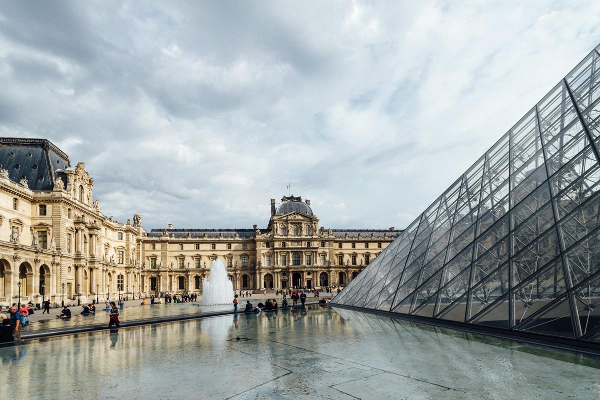 Pyramide et Carrousel du Louvre